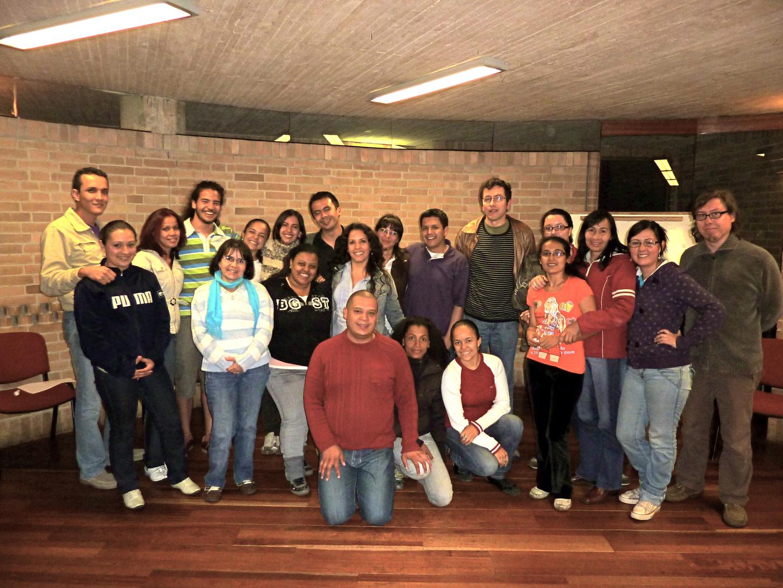Taller con intérpretres de señas en alianza con el departamento de lingüistica de la Universidad Nacional de Colombia