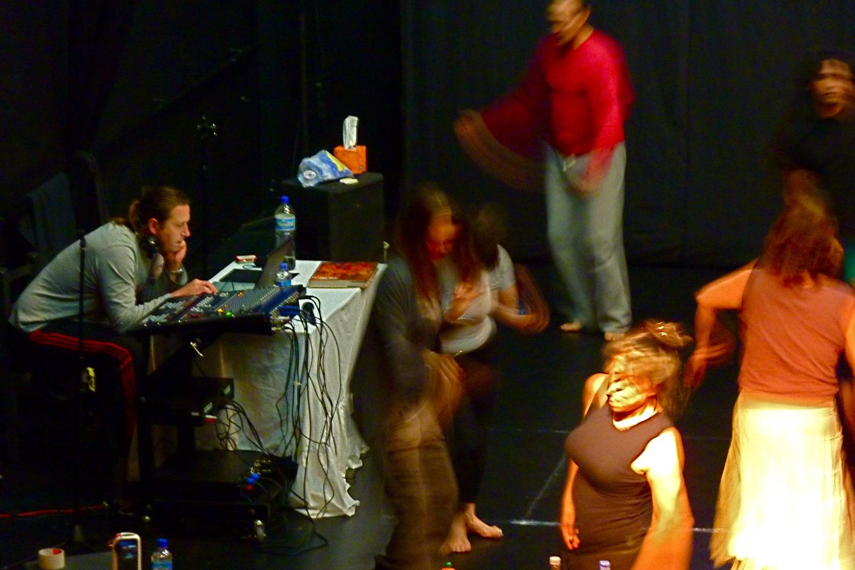 Taller de 5 rhythms con Jonathan Horan.